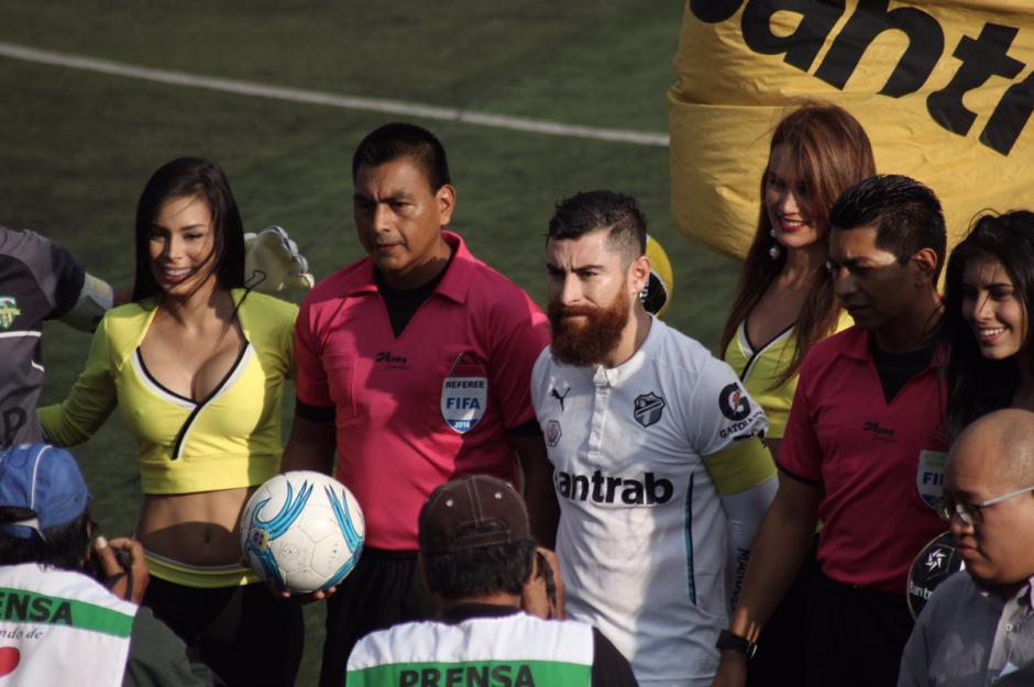 Jean Márquez, capitán de los albos, salió expulsado por una agresión. (Foto: Facebook Comunicaciones)