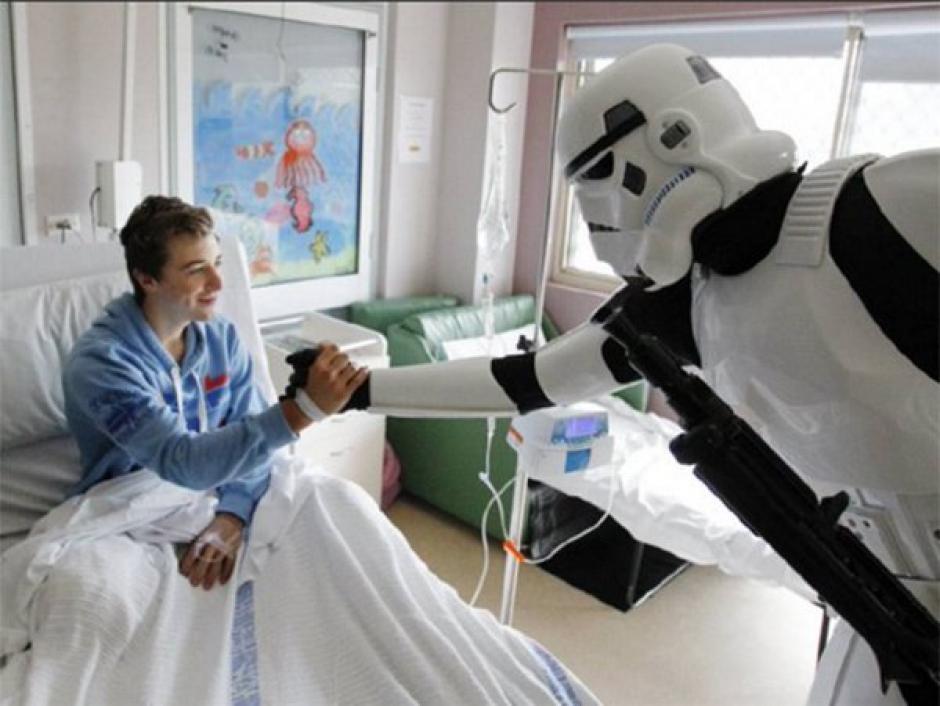 Los personajes de Star Wars visitan el hospital pediátrico de Los Ángeles y sorprenden a muchos. (Foto: Hospital Pediátrico de Los Ángeles)