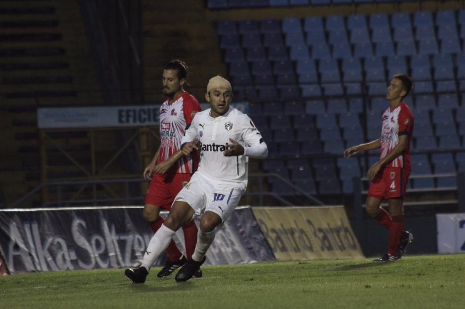 José Contreras volvió a ser la figura de Comunicaciones. (Foto: Twiiter@CremasOficial)