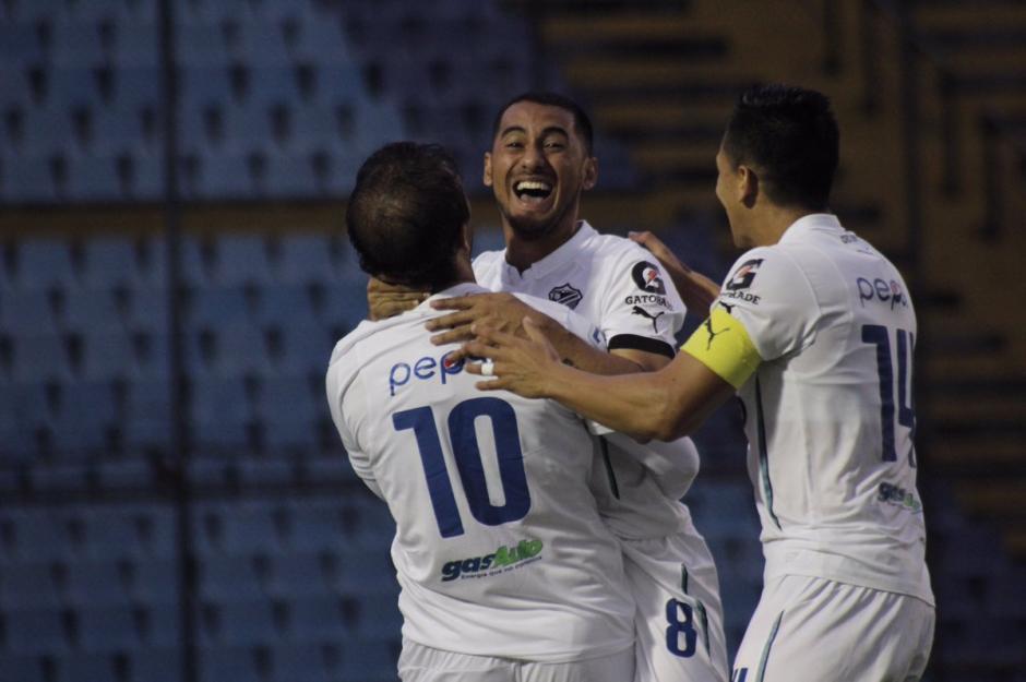 Diego Estrada abrió el marcador de potente y colocado cabezazo. (Foto: Twitter@CremasOficial)