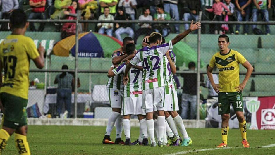 Antigua GFC superó a Petapa y es líder del Apertura 2016. (Foto: Twitter)