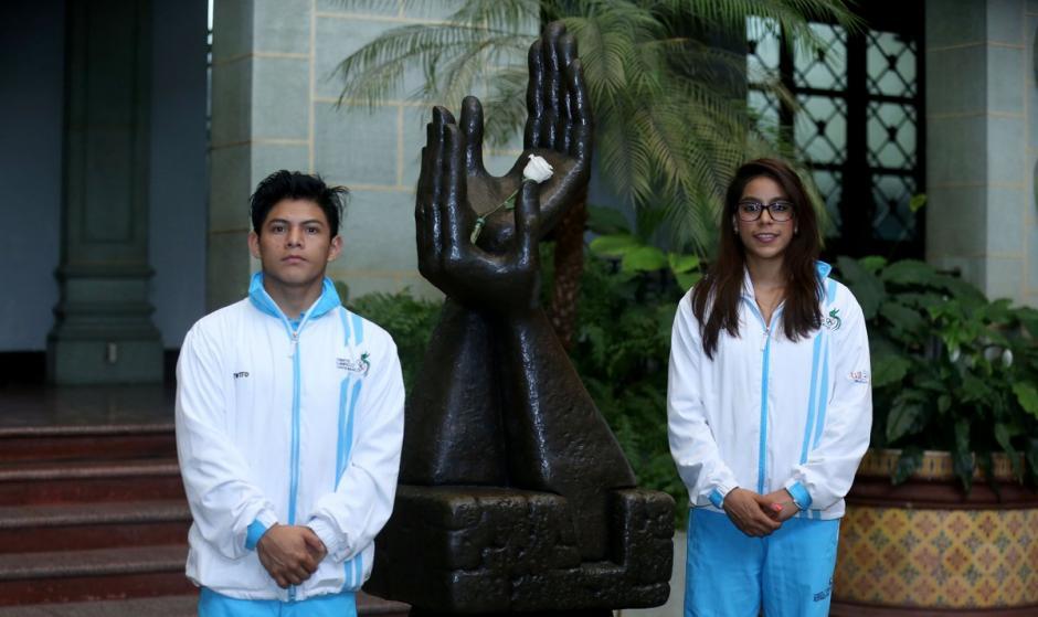 Jorge Vega y Sofía Gómez son dos destacados gimnastas guatemaltecos. (Foto: Presidencia)
