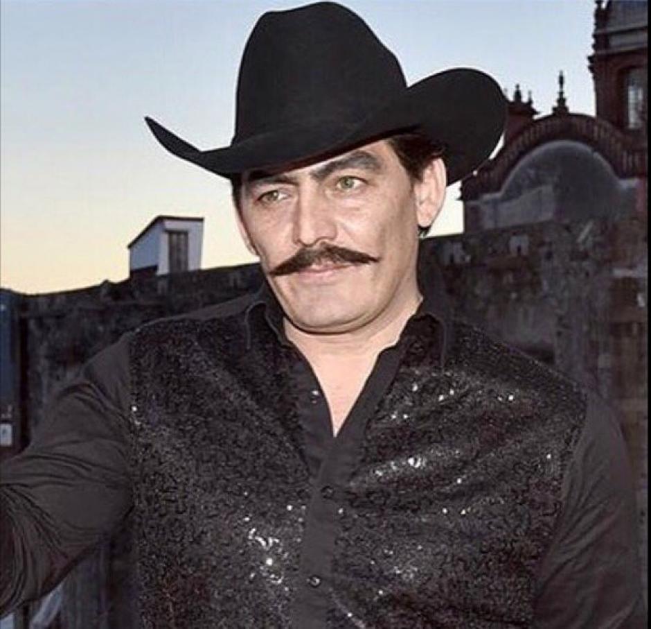 """José Manuel Figueroa luce igualito a Joan Sebastian en la caracterización de la serie homenaje al """"Rey del Jaripeo"""". (Foto: Televisa)"""