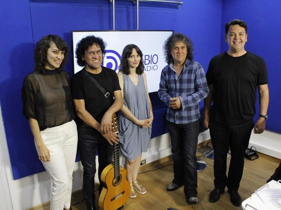 Gaby Moreno visita radio Bio Bio en Santiago de Chile. (Foto: Twitter)