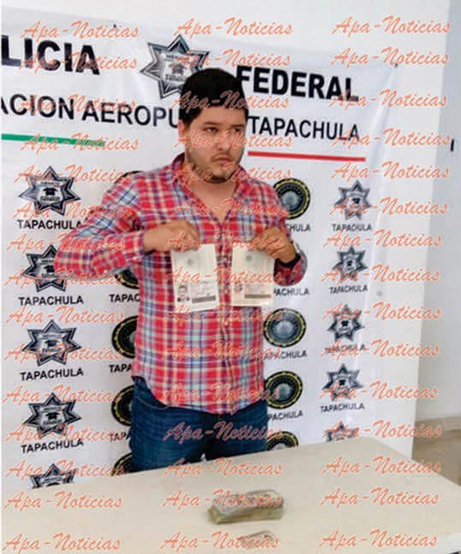 Mario Medina Garzón fue detenido con dos pasaportes falsos con la foto del Gobernador y su esposa en Tapachula. (Foto: Apa Noticias)
