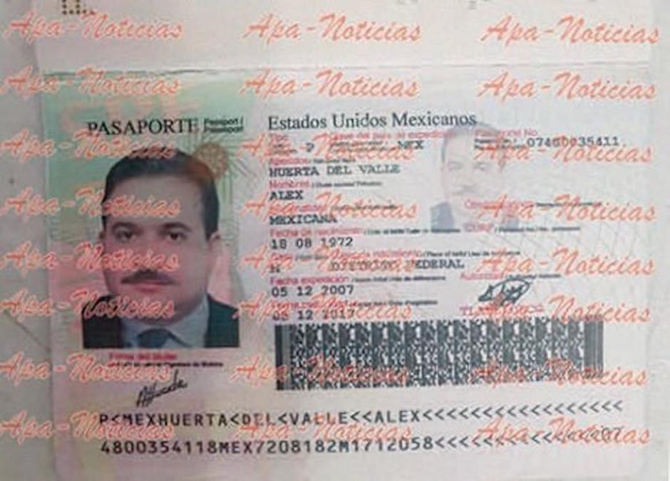 Este pasoprte falso tiene la foto del goberador prófugo de la justicia mexicana. (Foto: Apa Noticias)