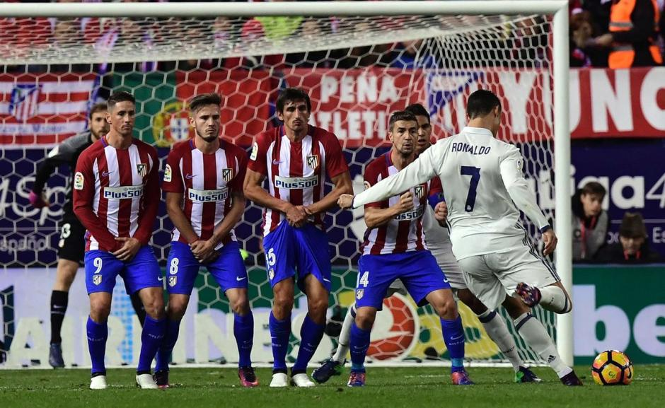 Con golazo de tiro libre de CR7 el Madrid se adelanta en el derbi. (Foto: Twitter)