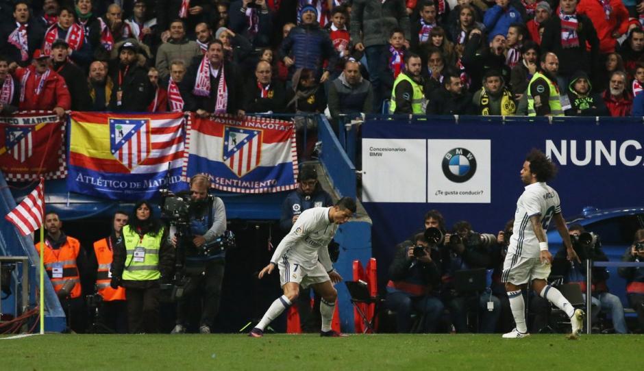 Cristiano Ronaldo impone condicones en el estadio Vicente Calderón. (Foto: Twitter)