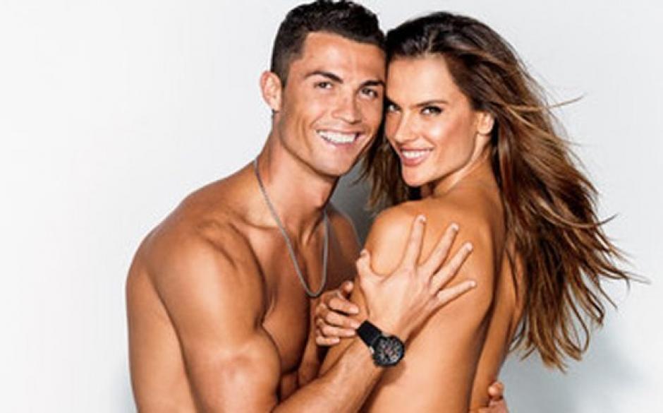 Sonrientes y muy profesionales posaron CR7 y Alessandra Ambrosio para GQ. (Foto: GQ)