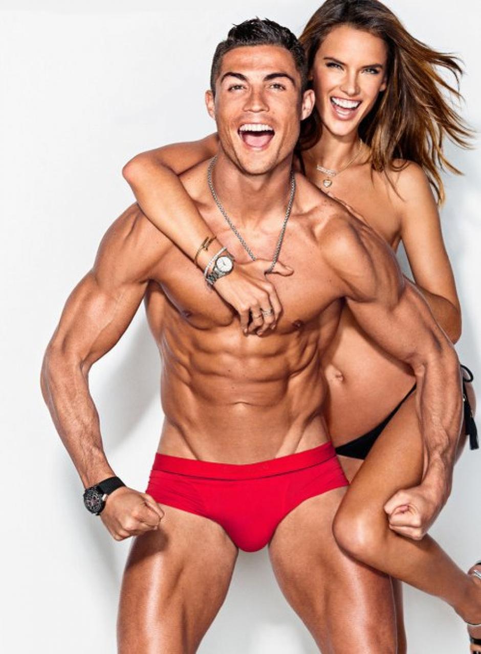 CR7 y Alessandra Ambrosio posaron muy sexys. (Foto: GQ)