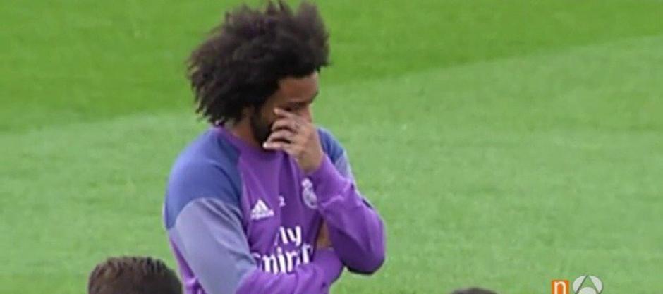 Marcelo no pudo contener las lágrimas en el minuto de silencio del Real Madrid. (Foto: Twitter)