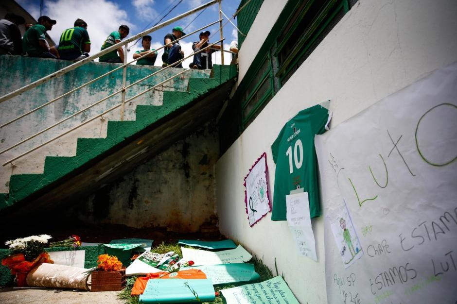 El color verde y blanco tiñó el estadio y la ciudad de Chapeco. (Foto: Twitter)
