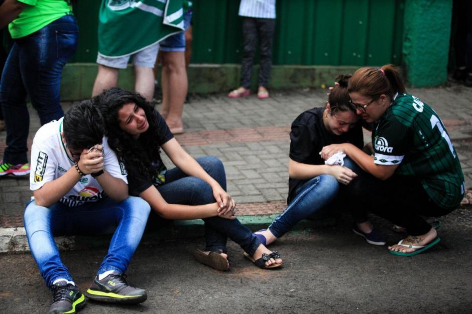 El dolor y la tristeza acompañaron el día en Chapeco. (Foto: AFP)
