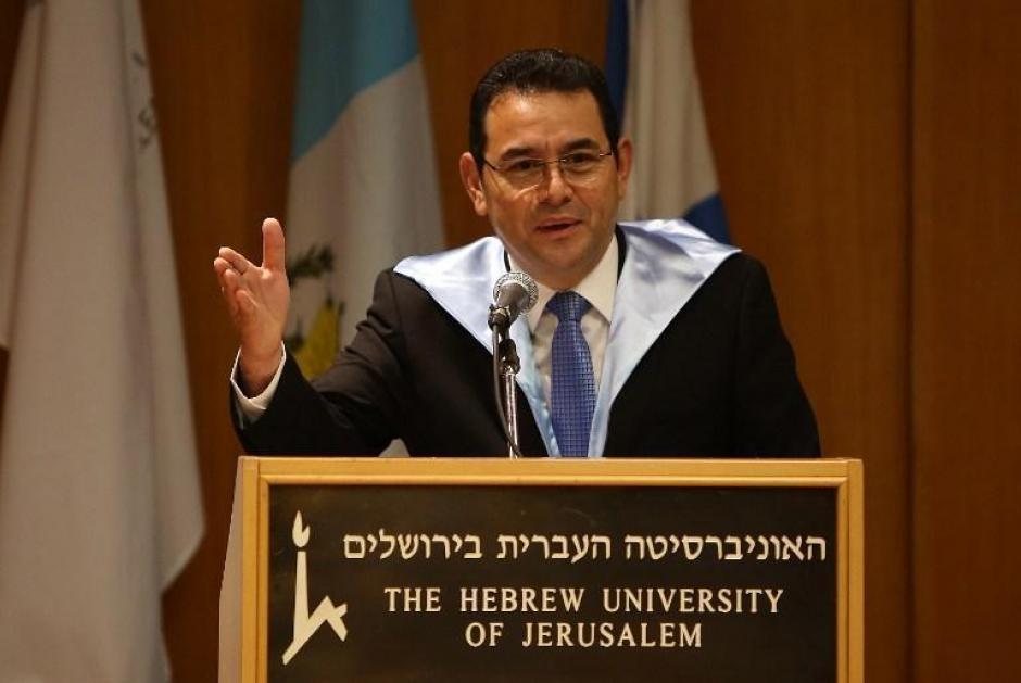 """En su viaje a Israel, Jimmy Morales fue reconocido con un doctor """"honoris causa"""". (Foto: Facebook)"""
