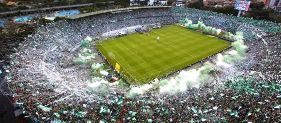 El estadio Atanasio Girardot lució repleto, como muy pocas veces se tiñó de blanco en señal de esperanza por la víctimas de Chapecoense. (Foto: Twitter)
