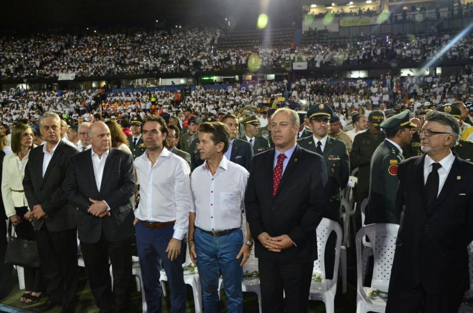El embajador de Brasil en Colombia no pudo contener las lágrimas en el homenaje. (Foto: Twitter)