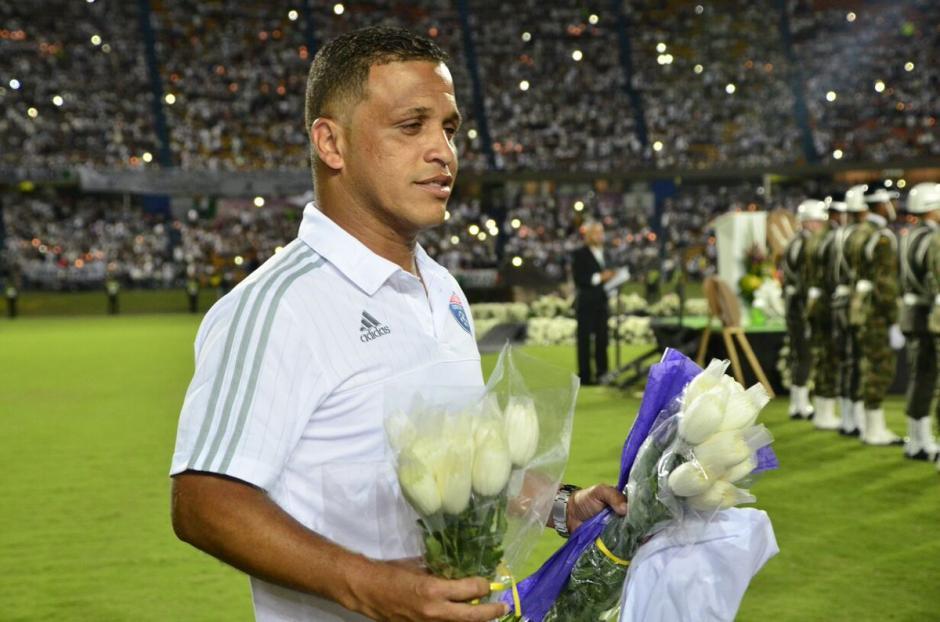 Los futbolistas de Atlético Nacional también rindieron homenaje a sus colegas fallecidos. (Foto: Twitter)