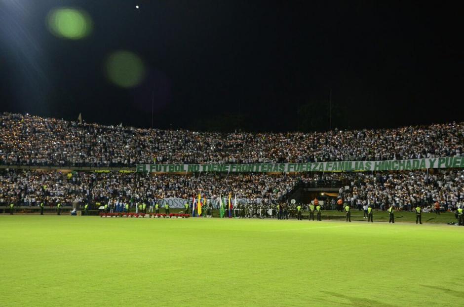 El estadio lució abarrotado desde tres horas antes de iniciar el homenaje. (Foto: Twitter)