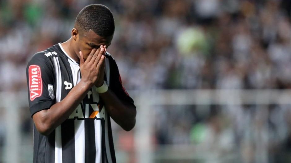 Los jugadores de Atlético Mineiro piden respeto a la memoria de sus colegas de Chapecoense fallecidos. (Foto: Twitter)