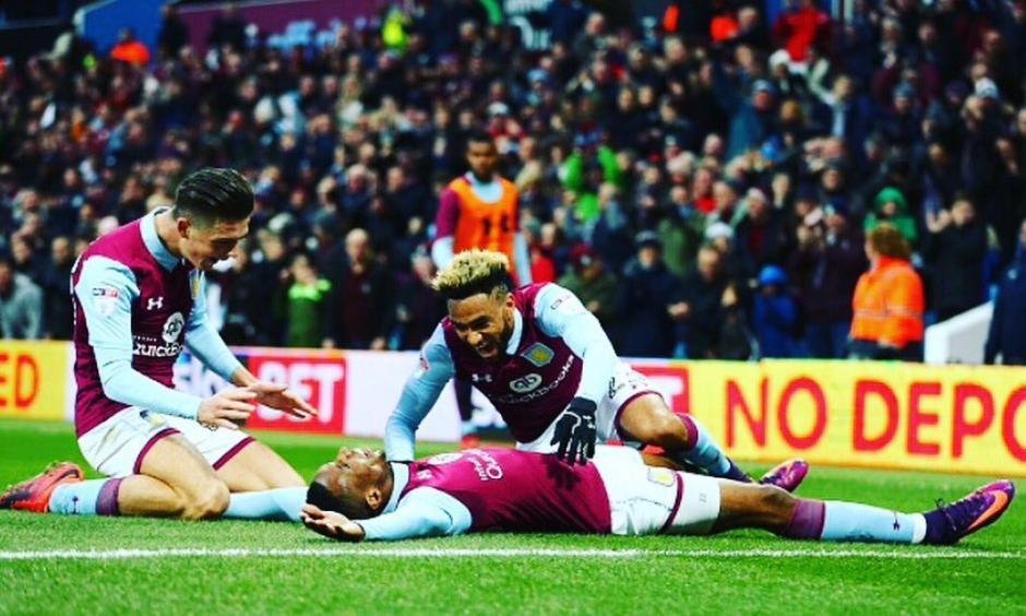 Kodjia marcó un gol en el triunfo del Aston Villa, pero se hizo viral por su gambeta combinada con estornudo. (Foto: Twitter)