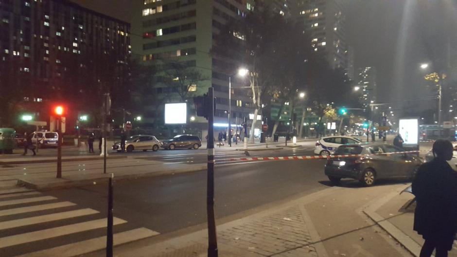 La policía ha rodeado la zona para evitar más complicaciones. (Foto: Twitter)