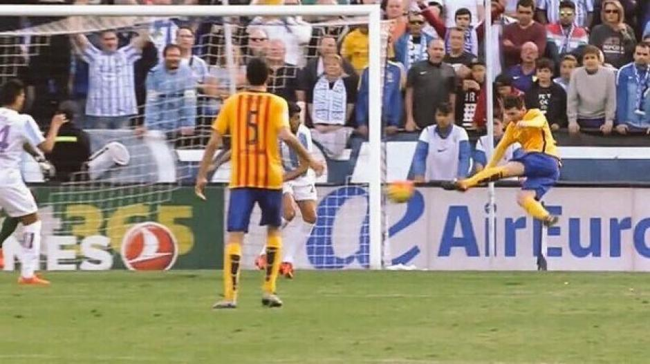 Así fue el gol de Messi, de voléa. Con este tanto los azulgranas derrotaron a Málaga.(Foto: Captura de imagen)