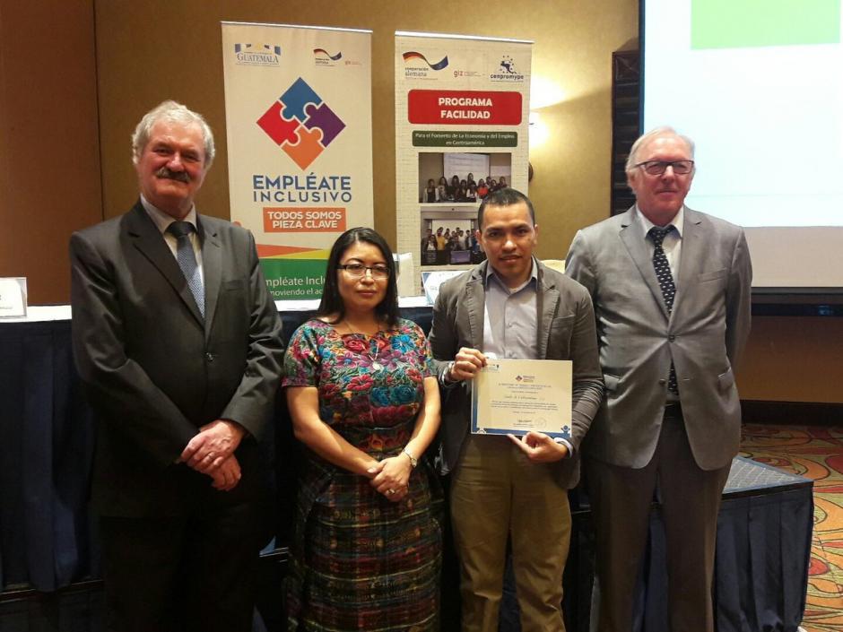 El Mintrab otorgó reconocimientos a varias empresas por contrataciones inclusivas. (Foto: Javier Lainfiesta/Soy502)