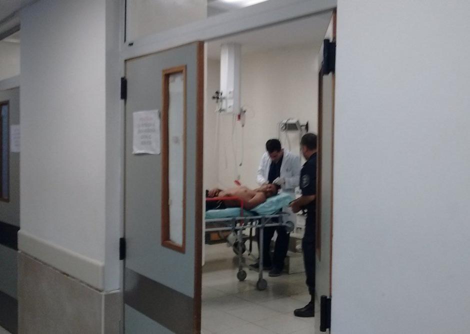 Quiroz fue trasladado al hospital donde le extrajeron el proyectil. (Foto: Nación)