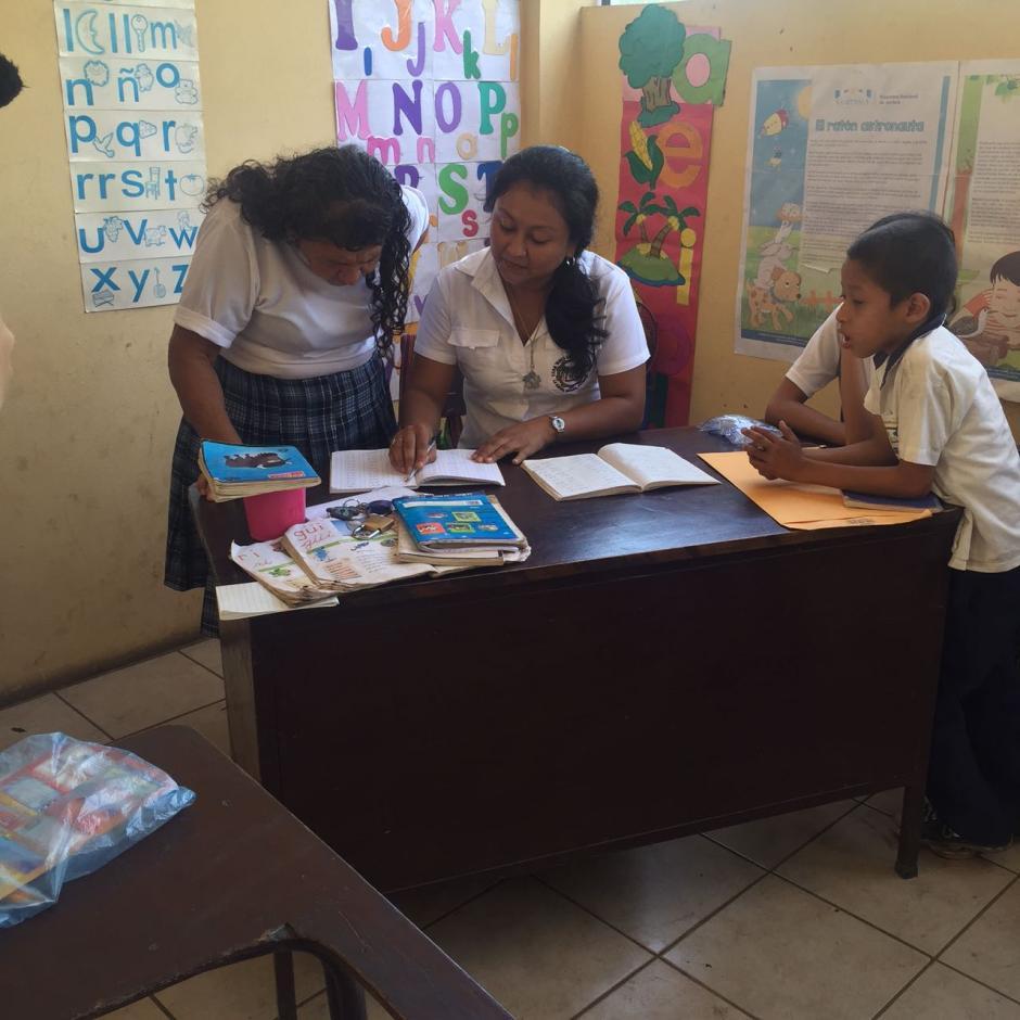 La sexagenaria es una de las estudiantes más aplicadas de su salón. (Foto: Blanca Estela Contreras de Sazo)