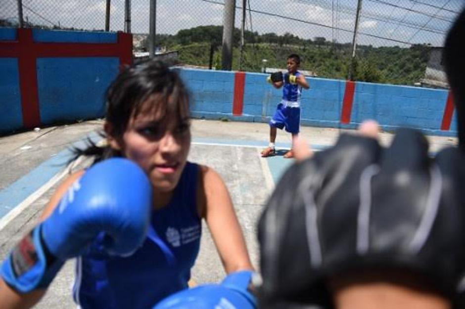 Las niñas también tiene su espacio en Enlce entre barrios. (Foto: AFP)