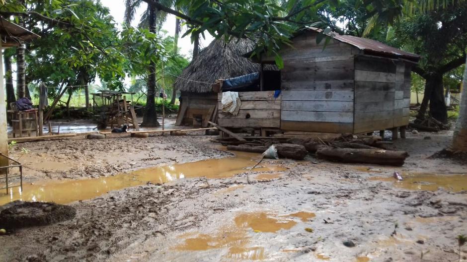 Así quedaron las calles de la aldea Punta de Caimanes. (Foto: Conred)