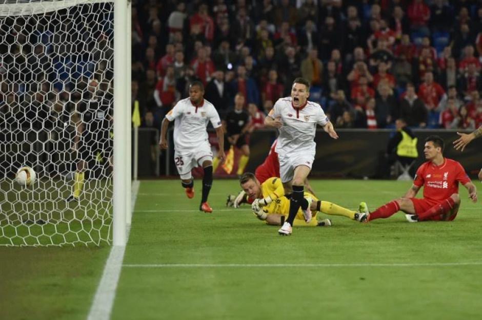 Kevin Gameiro grita a todo pulmón el gol de Sevilla. (Foto: AFP)