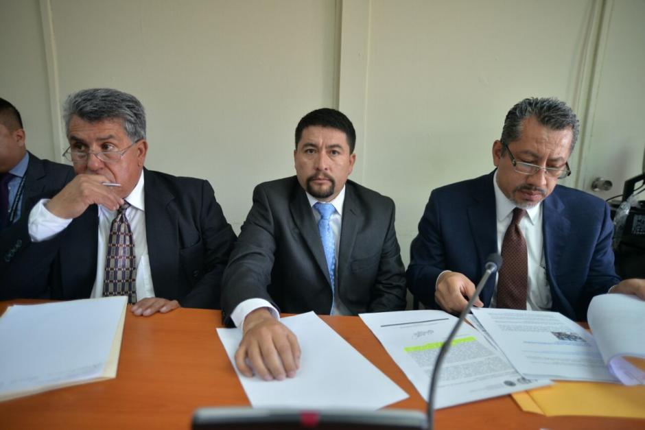 El abogado de Alvarizaes, criticó que el MP no responsabilice a funcionarios de Conred por el incidente de El Cambray II. (Foto: Jesús Alfonso/Soy502)
