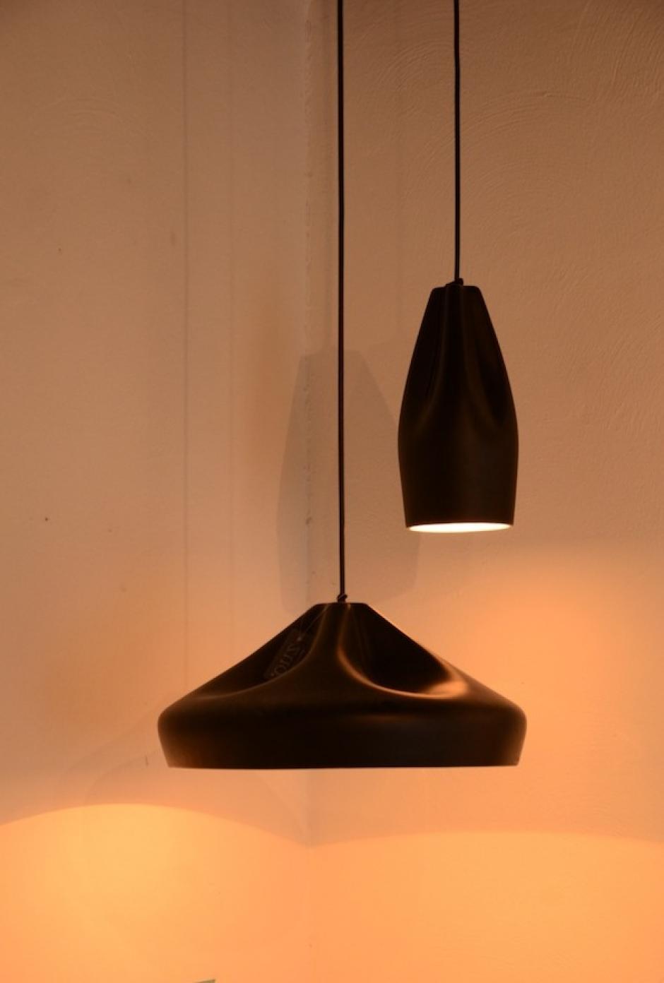 La luz crea protagonismo al espacio, las lámparas lucen hermosas en las esquinas. (Foto: Selene Mejía/Soy502)