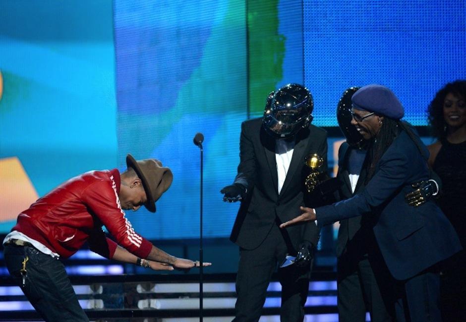 """La mejor interpretación por un dueto pop fue para Daft Punk y Pharrell Williams con """"Get Lucky"""". (Foto: Grammy)"""