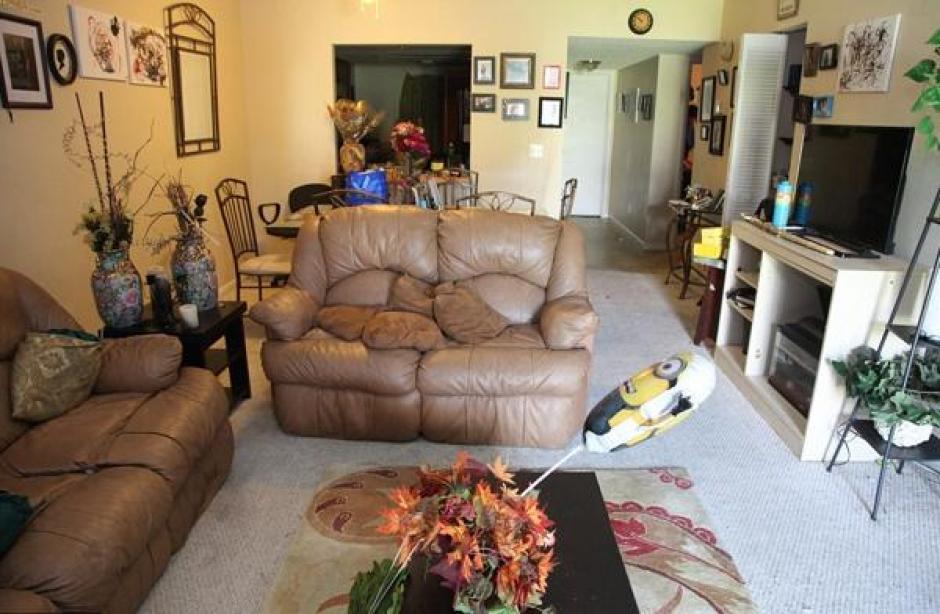 La sala del apartamento de Omar Mateen. (Foto: Daily Mail)
