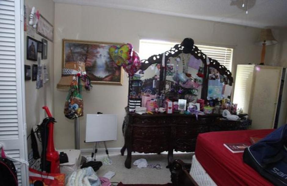 Dormitorio de Omar Mateen junto con su esposa Noor Zahi Salman. (Foto: Daily Mail)