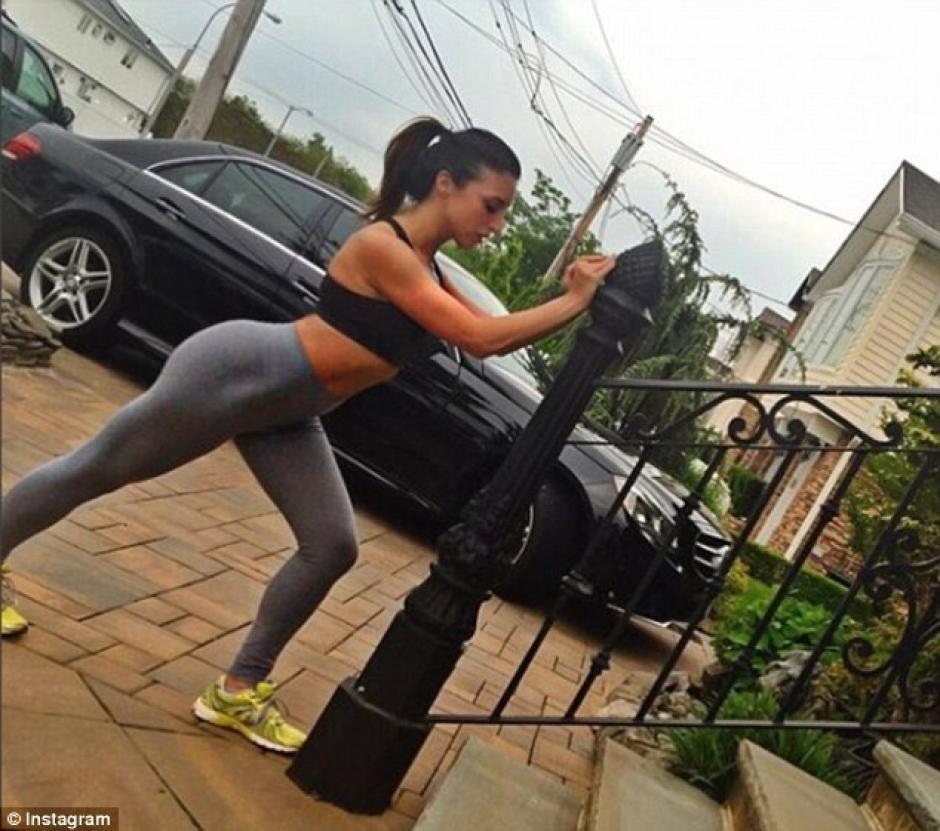 La modelo solía publicar videos y fotos de ella haciendo diversos ejercicios. (Foto: dailymail.co.uk)