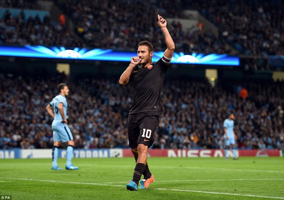 Totti es actualmente el mayor referente de la Roma y podría retirarse al finalizar esta temporada. (Foto: dailymail.co.uk)
