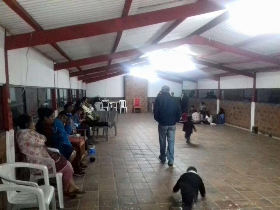 Al menos 33 personas fueron trasladas hacia un albergue en Mixco por las viviendas destruídas. (Foto: Municipalidad de Mixco)