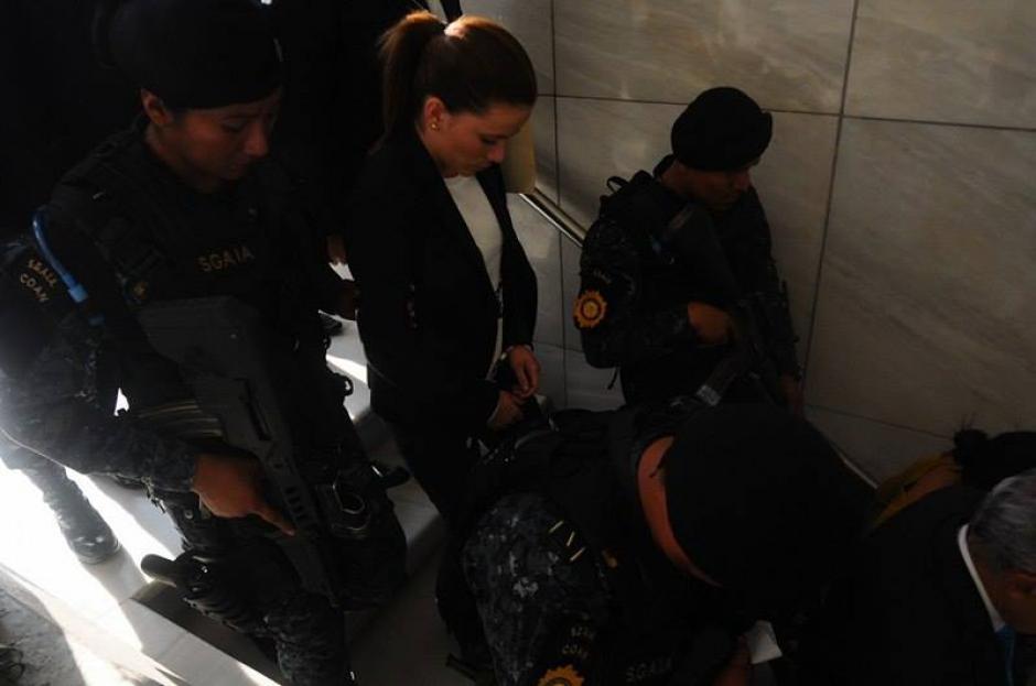 Así salió Daniela Beltranena de Tribunales. (Foto: Alejandro Balan/Soy502)