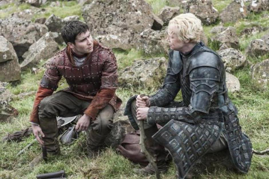 Brienne le dice a Ser Davos y la Mujer Roja que fue ella quien ejecutó a Stannis. (Foto: hipertextual.com)