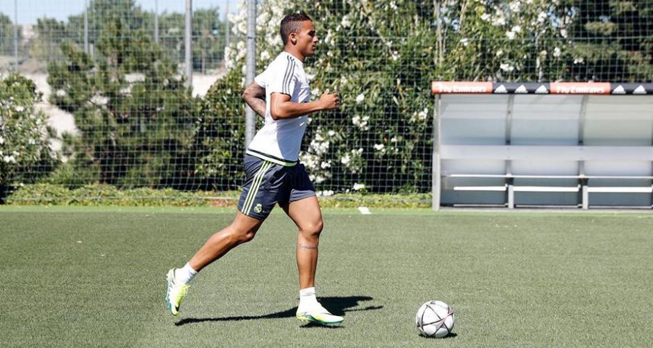 Danilo durante el entrenamiento de este jueves. (Foto: Facebook/Real Madrid)