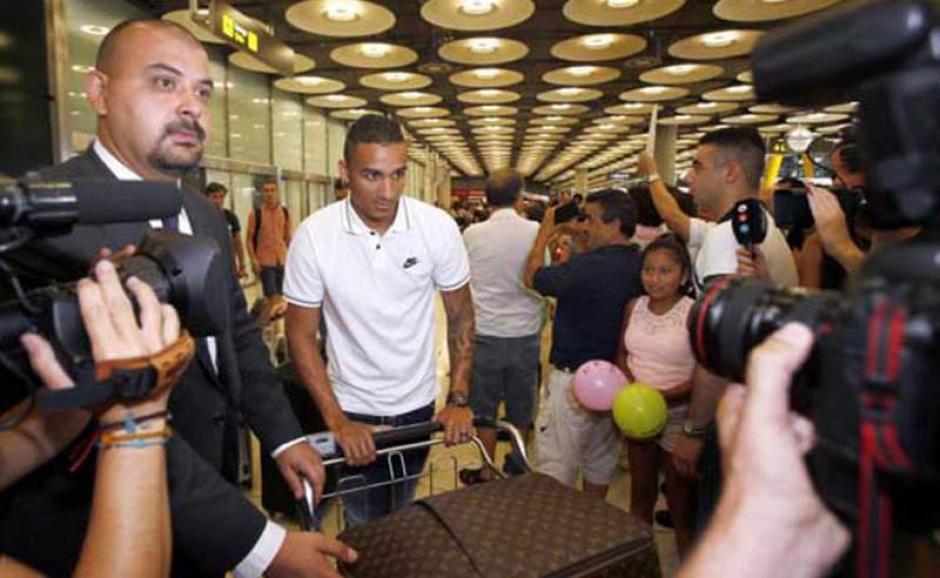 El brasileño Danilo a su llegada al aeropuerto de Barajas-Madrid