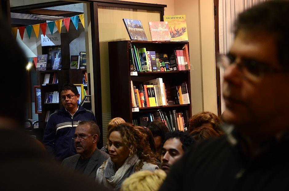 El público acudió a escuchar a David Unger. (Foto: Selene Mejía/Soy502)