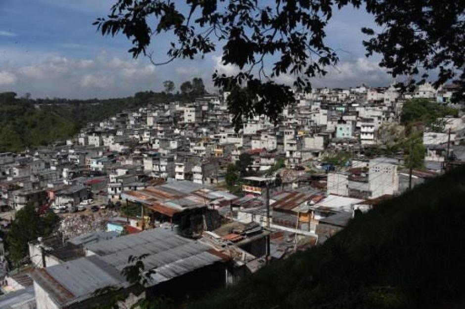 Este es el asentamiento Las Cruces en la zona 18 capitalina. (Foto: AFP)