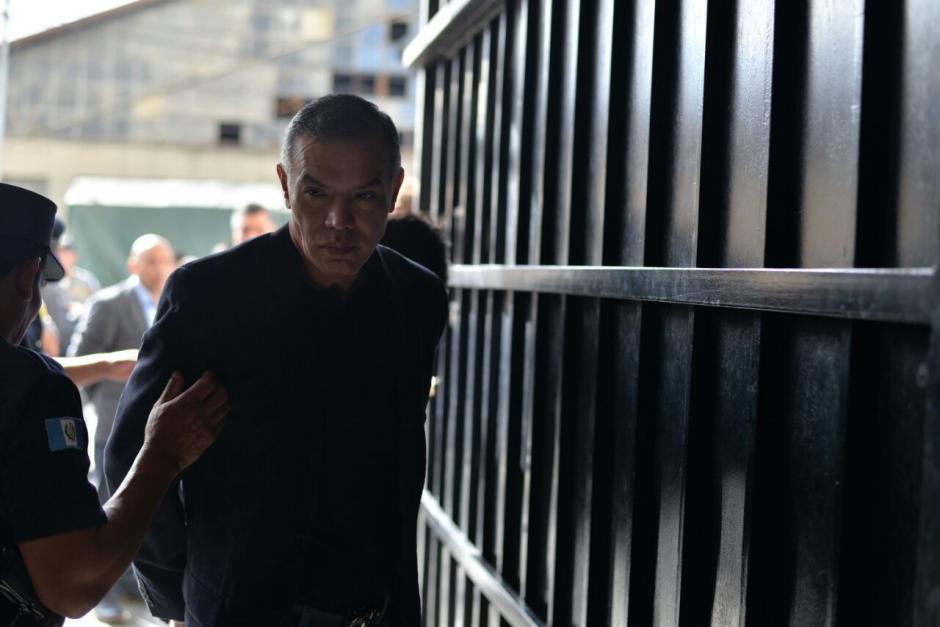 El expresidente del IGSS, Juan de Dios Rodríguez a su llegada a la Torre de Tribunales.  (Foto: Wilder López/Soy502)