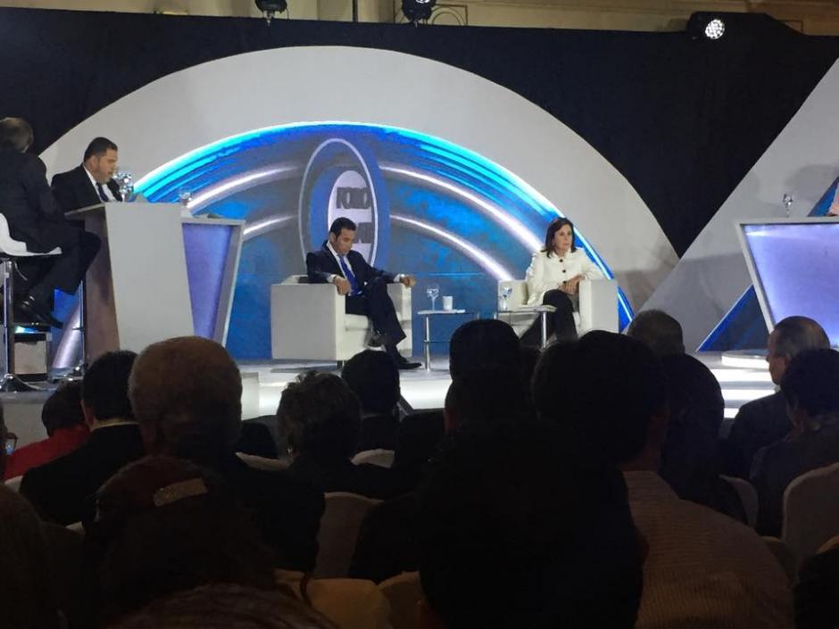 Durante el debate hubo de nuevo un altercado entre ambos candidatos y deinmediato la transmisión fue a comerciales. (Foto: Jesús Alfonso/Soy502)