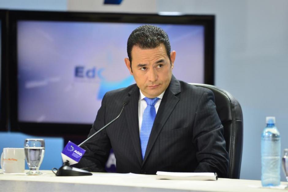 Jimmy Morales, candidato a la presidencia por el partido FCN-Nación escuchaba atento a la confrontación de su rival. (Foto: Jesús Alfonso/Soy502)