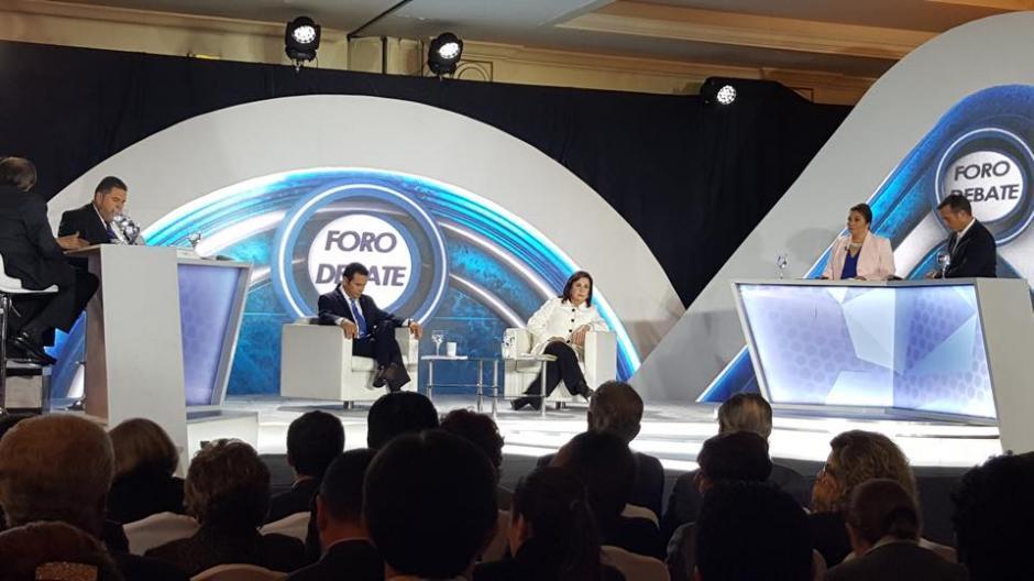 Al debate asistieron invitados especiales y analistas políticos que nunca participaron del debate. (Foto: Jesús Alfonso/Soy502)